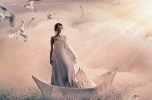 Mujer sobre un barco simbolizan reclamar con asertividad