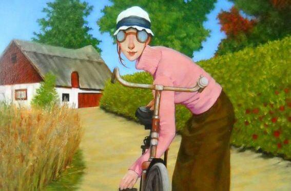 mujer con sueter rosa en su bicicleta