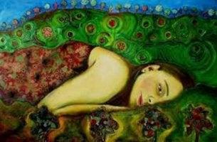 Mujer tumbada preocupada