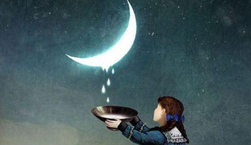 Niña recogiendo gotas de luna