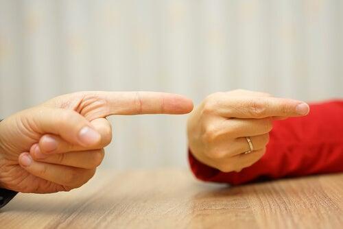 Dedos señalando