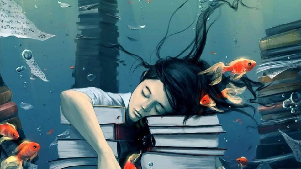 Mujer dormida sobre unos libros soñando con peces