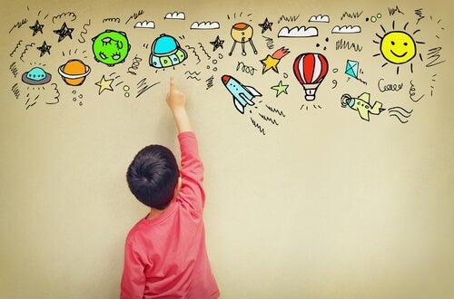 Niño con asperger dibujando en la pared