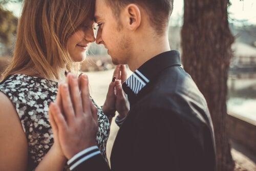 Tener una pareja nos complementa, no nos construye