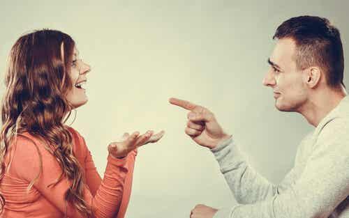 ¿La mujer habla de manera distinta al hombre?