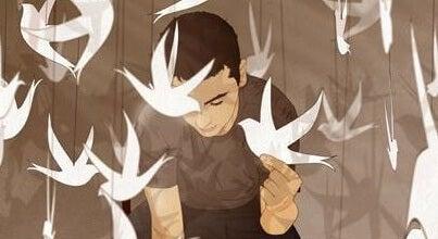 hombre con pájaros de papel