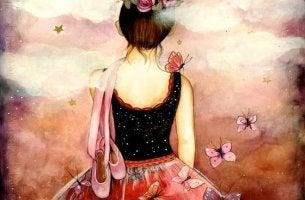 Mujer con zapatillas de bailarina a la espalda