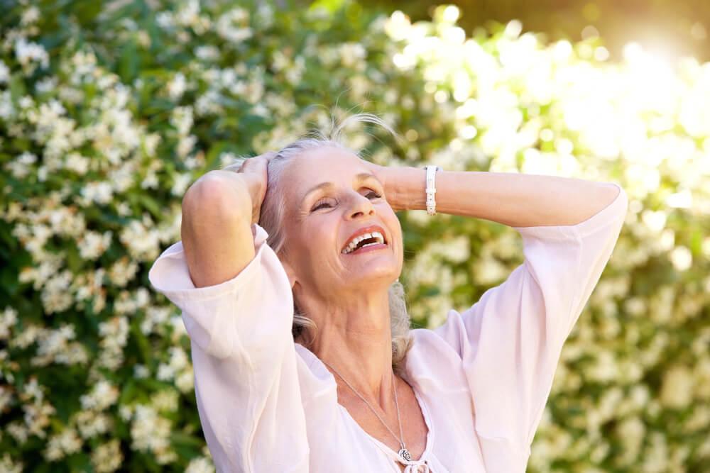 Mujer derrochando felicidad