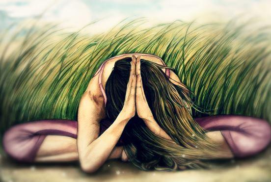 Mujer meditando agachada