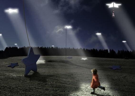 niña caminando hacia estrellas gigantes