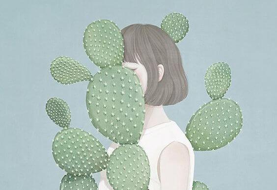 chica rodeada de cactus