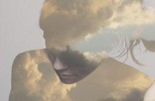 Nubes en forma de mujer