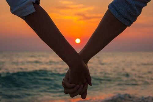 Amor crepuscular: amores maduros que llegan en el momento correcto