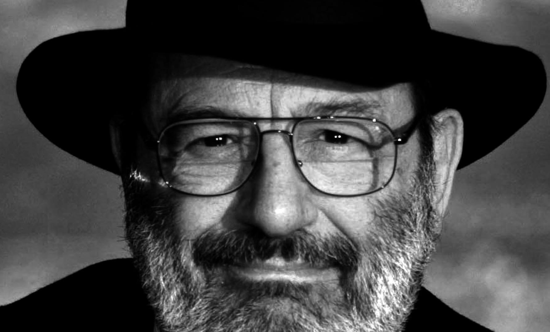 Umberto Eco en blanco y negro