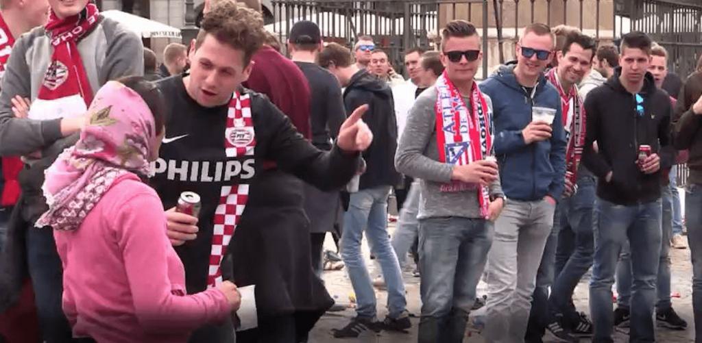 El caso de los aficionados holandeses: cuando la masa aumenta la maldad