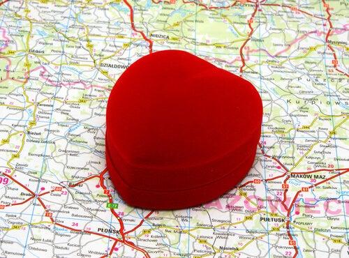 Corazón encima de un mapa