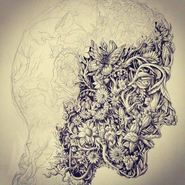 Hombre con máscara hecha de flores