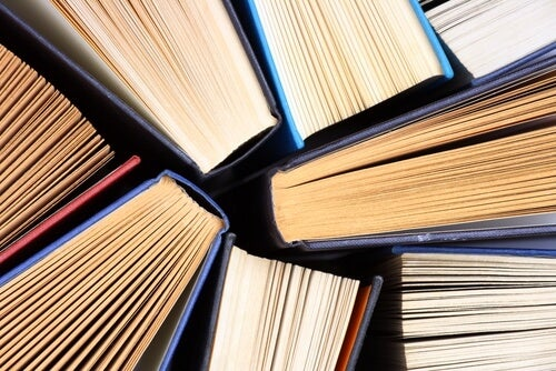 Libros viejos juntos