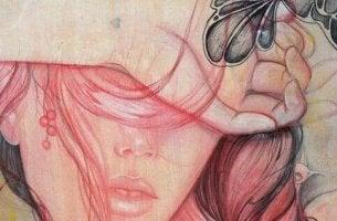 Mujer con la mano sobre los ojos