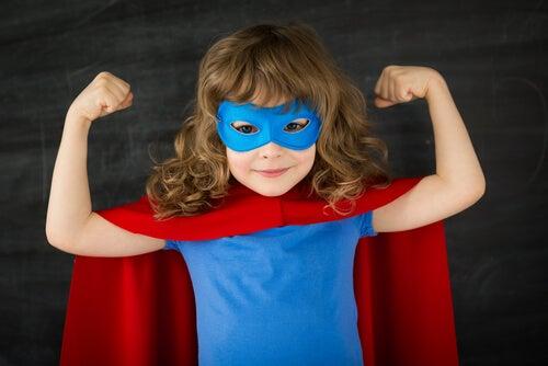 Niña vestida de superhéroe