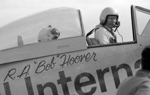 Bob Hoover en un avión