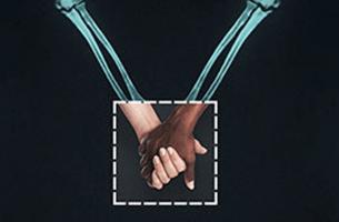 Campaña publicitaria esqueletos cogidos de las manos desmontando etiquetas