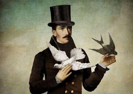 hombre con palomas