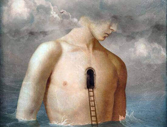 Hombre con puerta sobre su pecho simbolizando la introspección liberadora