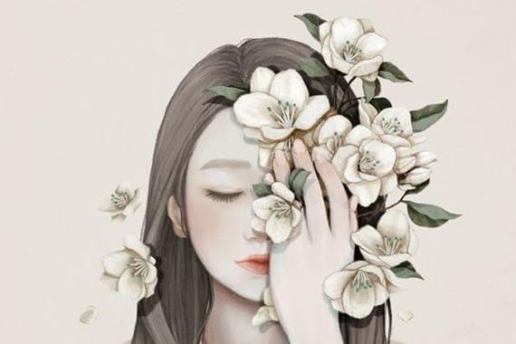 joven con flores en medio rostro