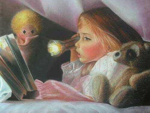 niña leyendo debajo de la cama