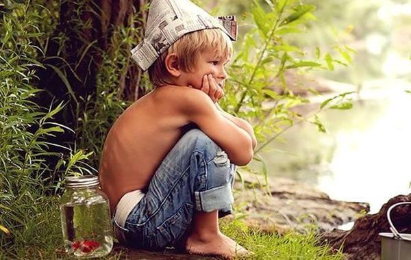 niño pensando en un juego