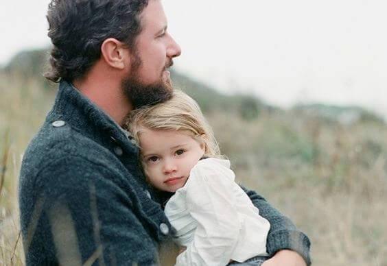 padre con su hija representando los valores del cariño