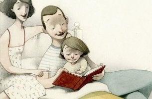 padre y madre leyendo con su hijo en la cama