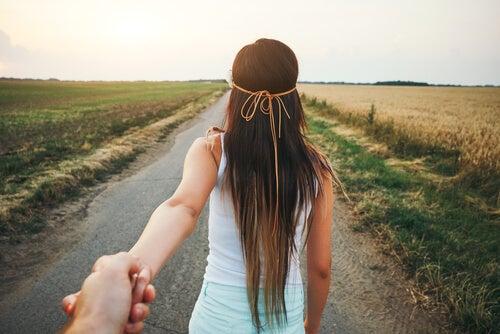 Si caminas acompañado, llegarás más lejos