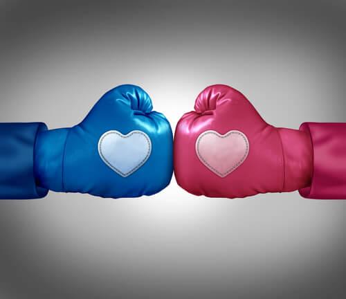 Guantes de boxeo azul y rosa con corazones