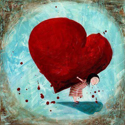 mujer que carga su corazón
