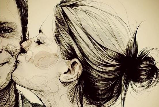 mujer besando a un hombre aprovechando la oportunidad