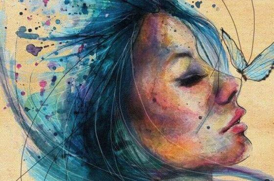 Mujer con cabello azul pensando en sus recuerdos