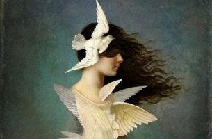 Mujer con pájaros en la cabeza
