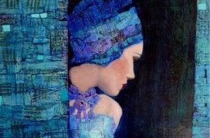 mujer de azul