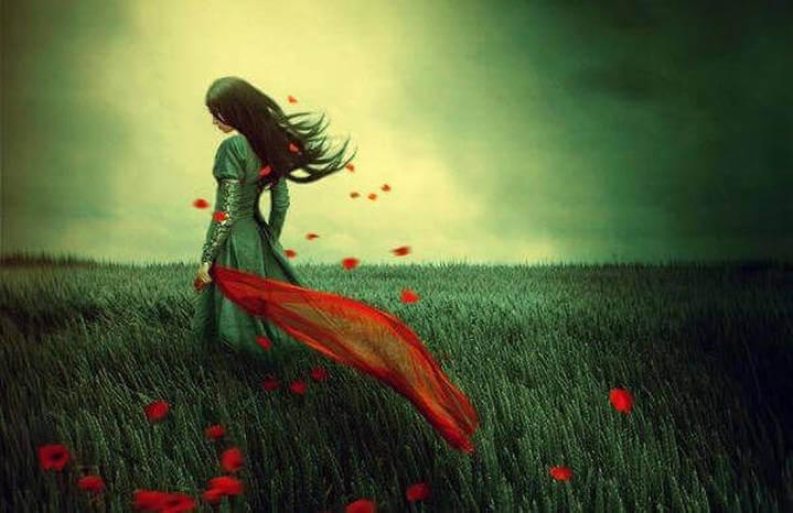 Mujer en un campo de flores