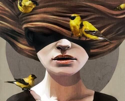 Mujer pájaros en el cabello