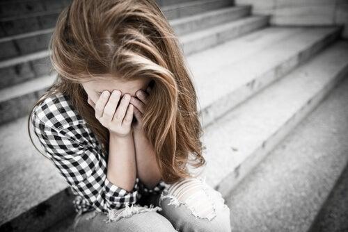 Chica adolescente deprimida