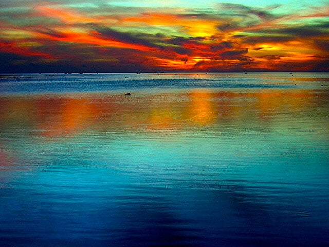 Cielo de colores intensos