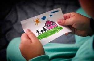Dibujo de un niño sobre su familia