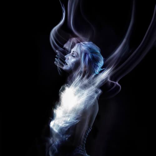 Mujer con fantasma