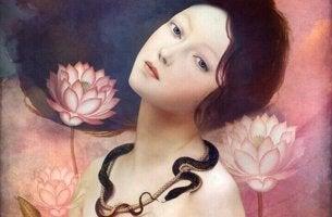 Mujer con tres flores alrededor