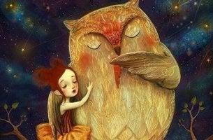 Niña abrazada a un búho