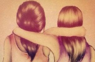 Amigas abrazadas como ejemplo de personas comprometidas