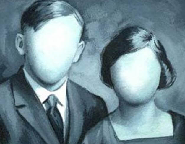 Dos personas sin identidad